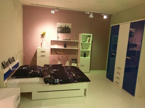 Bettanlage mit Kleiderschrank für Jugendzimmer Röhr