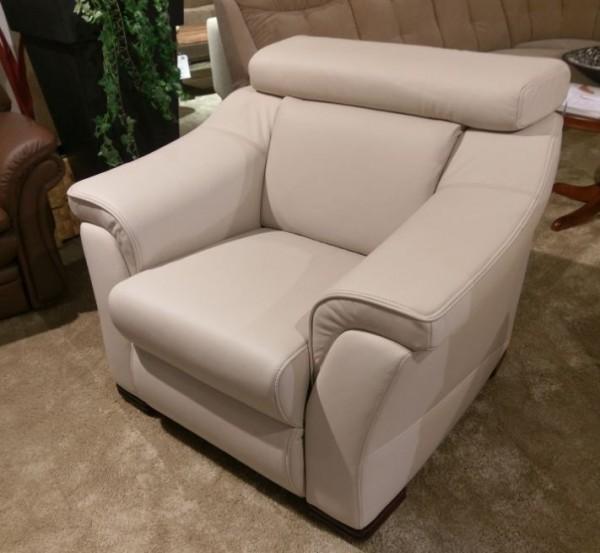 Sessel mit Drehteller und verstellbarer Kopfstütze